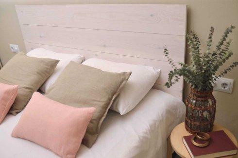 Tête de lit bois pin clair blanc